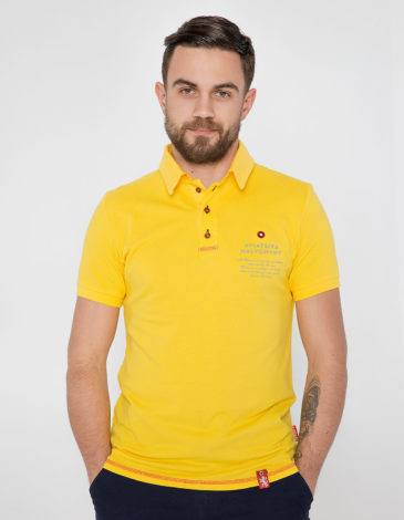 Men's Polo Shirt Wings. Color yellow.  Height of the model: 180 cm.