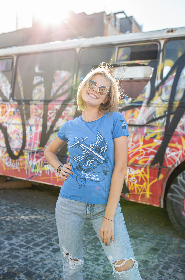 Women's T-Shirt Wild Wings. Color sky blue.  Size worn by the model: XS-S.