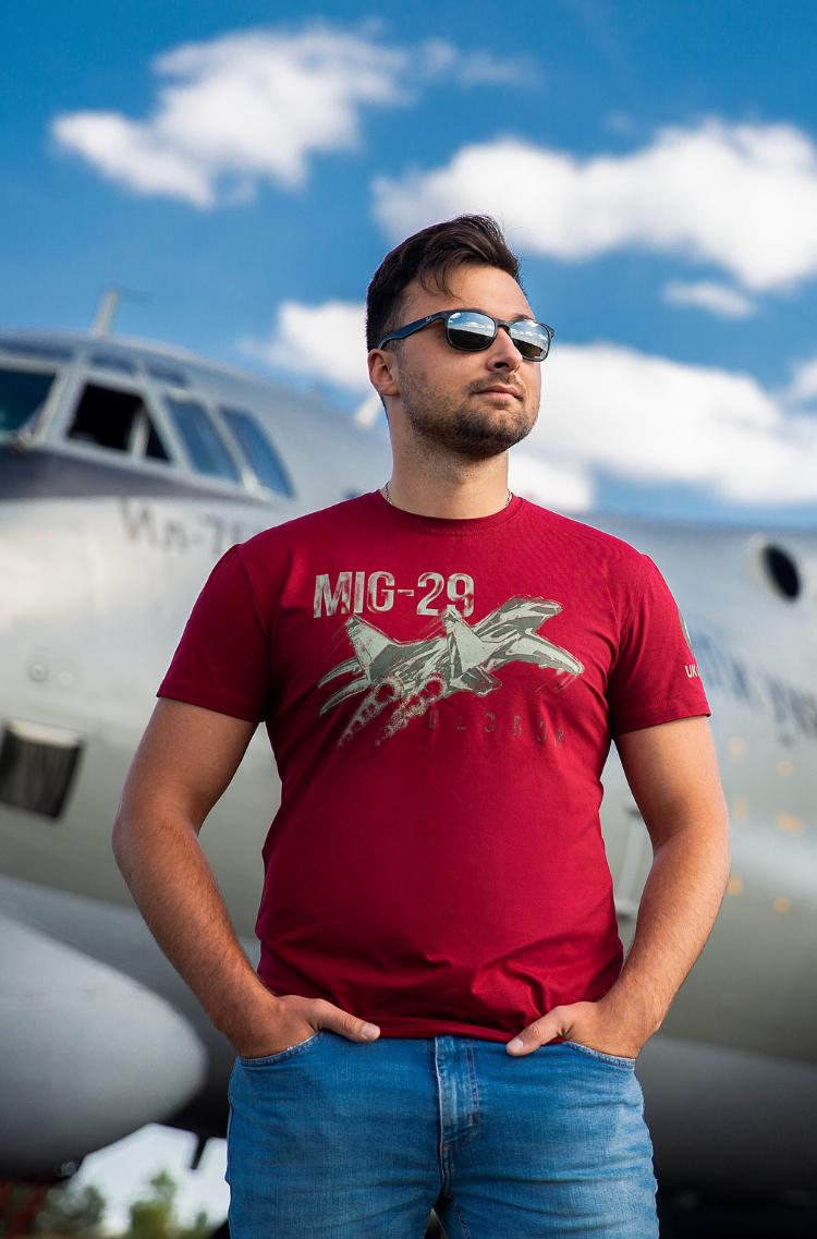 Чоловіча Футболка Mig-29. Колір бордовий.  Технологія нанесення зображень: шовкодрук.