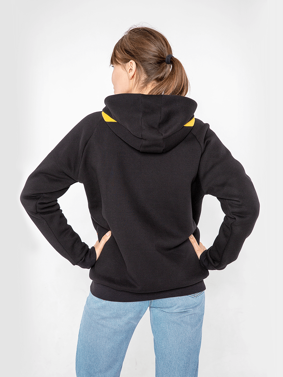 Women's Hoodie Petros. Color black.  Don't worry about the universal size.