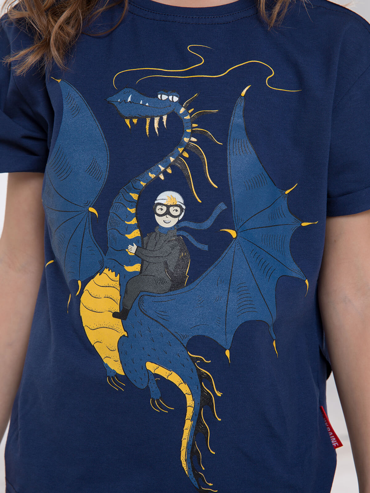 Kids T-Shirt Dragon. Color navy blue.  Technique of prints applied: silkscreen printing, picture glowing in the dark.