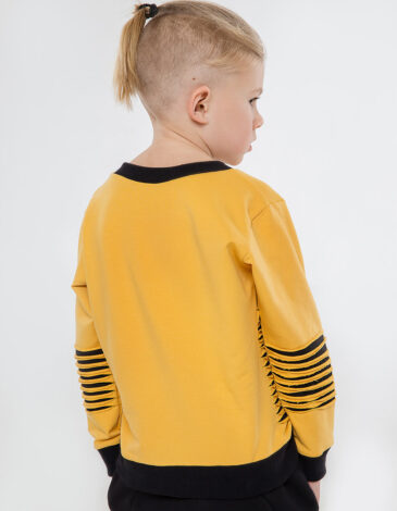 Дитячий Світшот Чорногора. Колір жовтий. Світшот — унісекс, пасує і дівчаткам, і хлопцям.