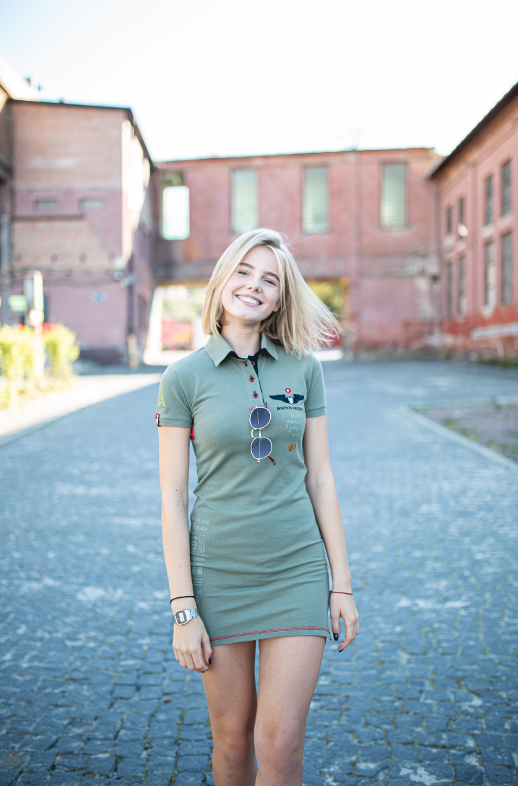 Women's Dress-Polo Shirt Marichka. Color khaki.  Size worn by the model: S.