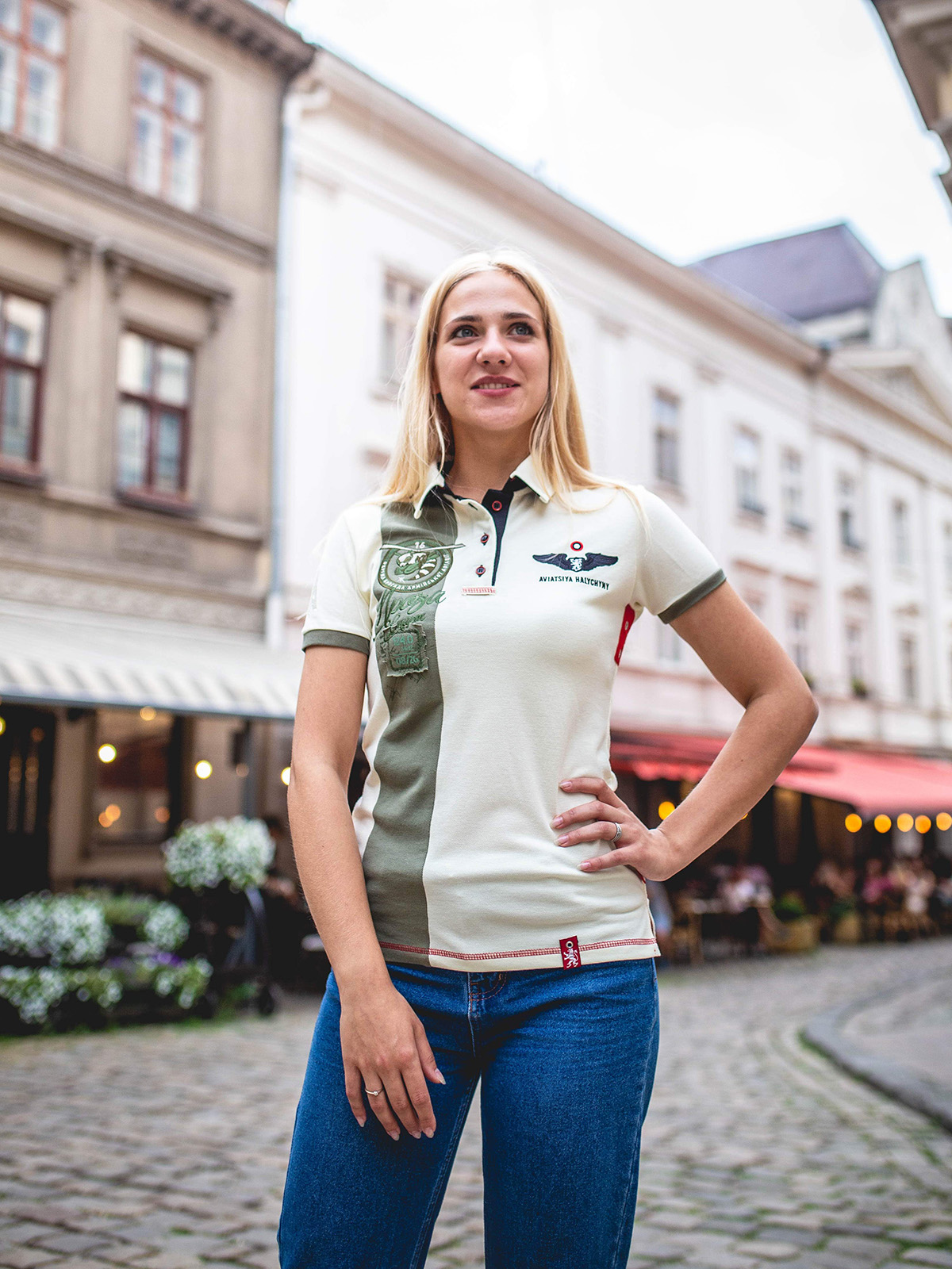 Women's Polo Shirt 16 Brigade. Color ivory.  Height of the model: 163 cm.