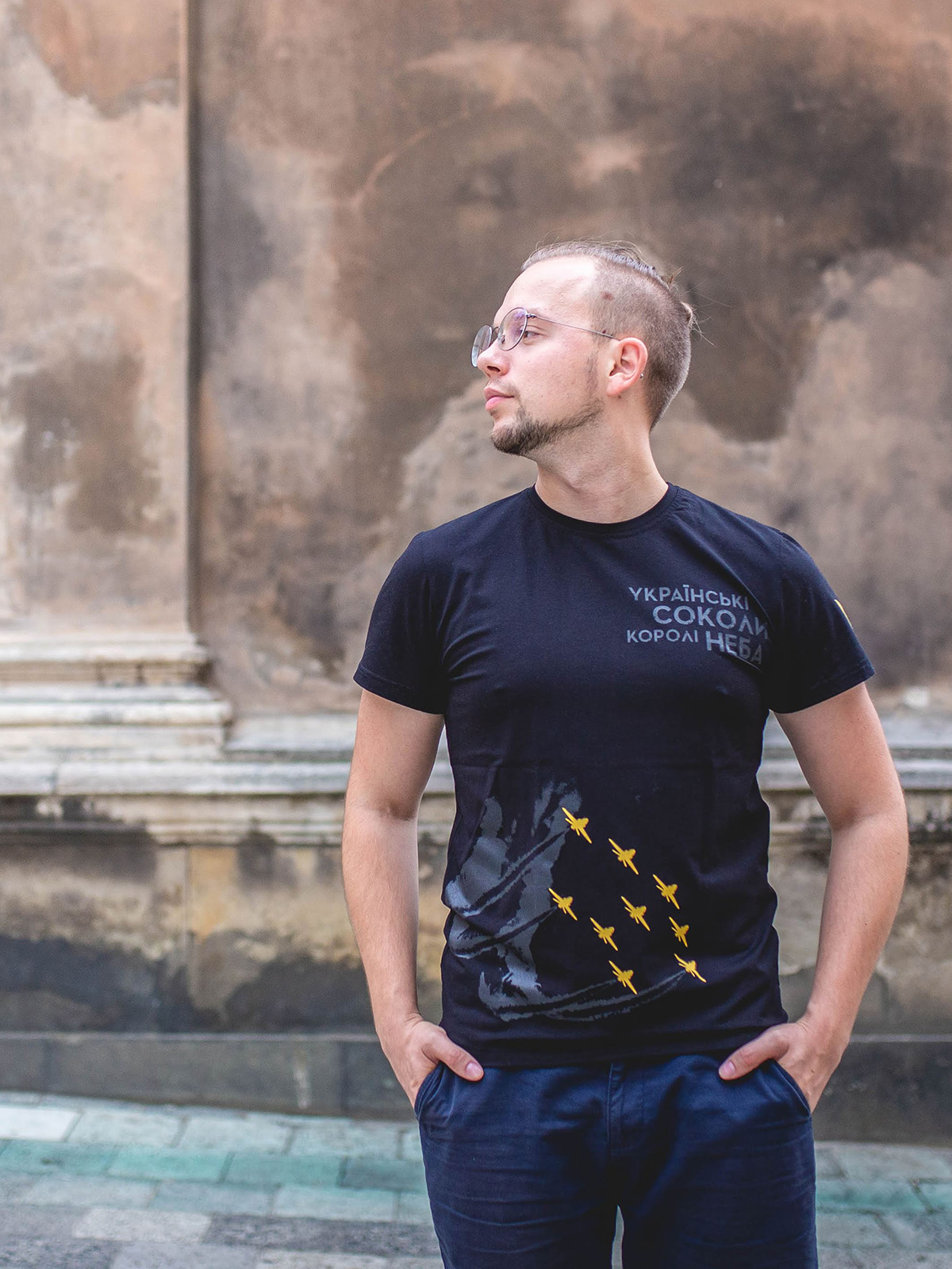 Men's T-Shirt Kings Of The Sky. Color black.  Size worn by the model: M.