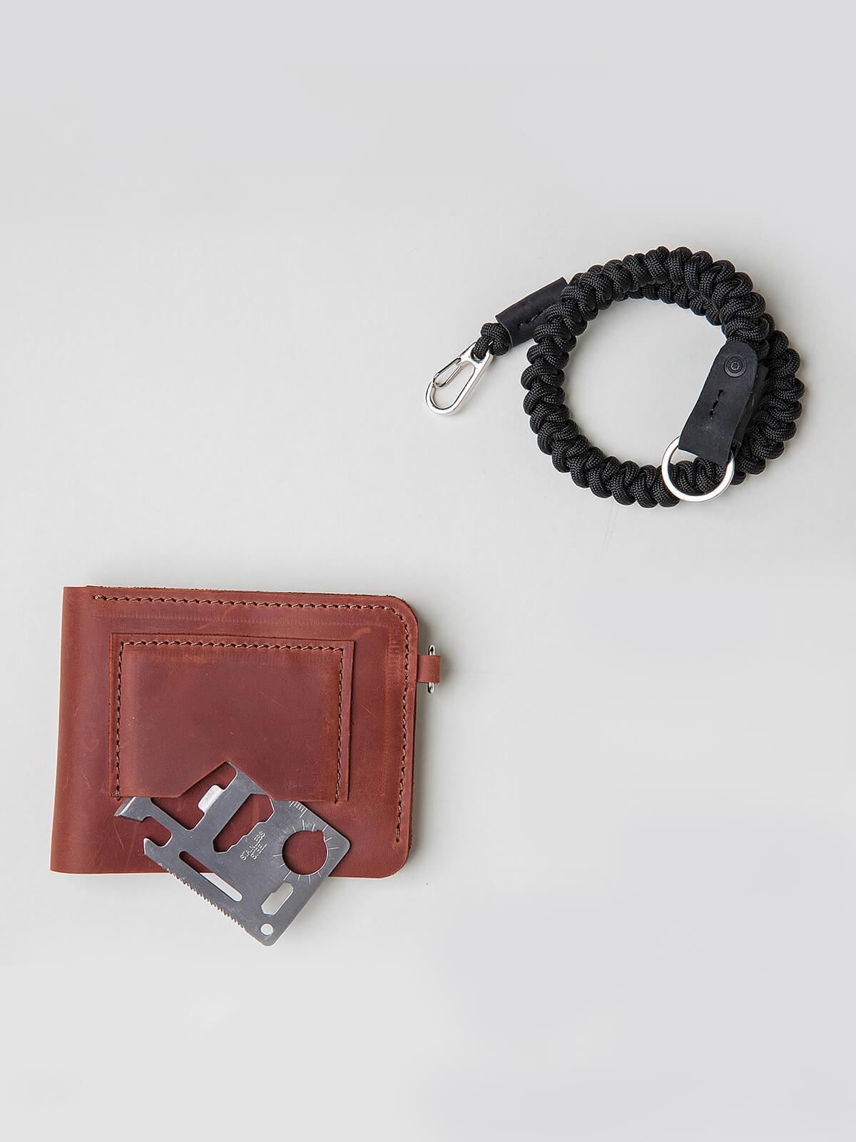 Wallet Roundel. Color light brown. 3.