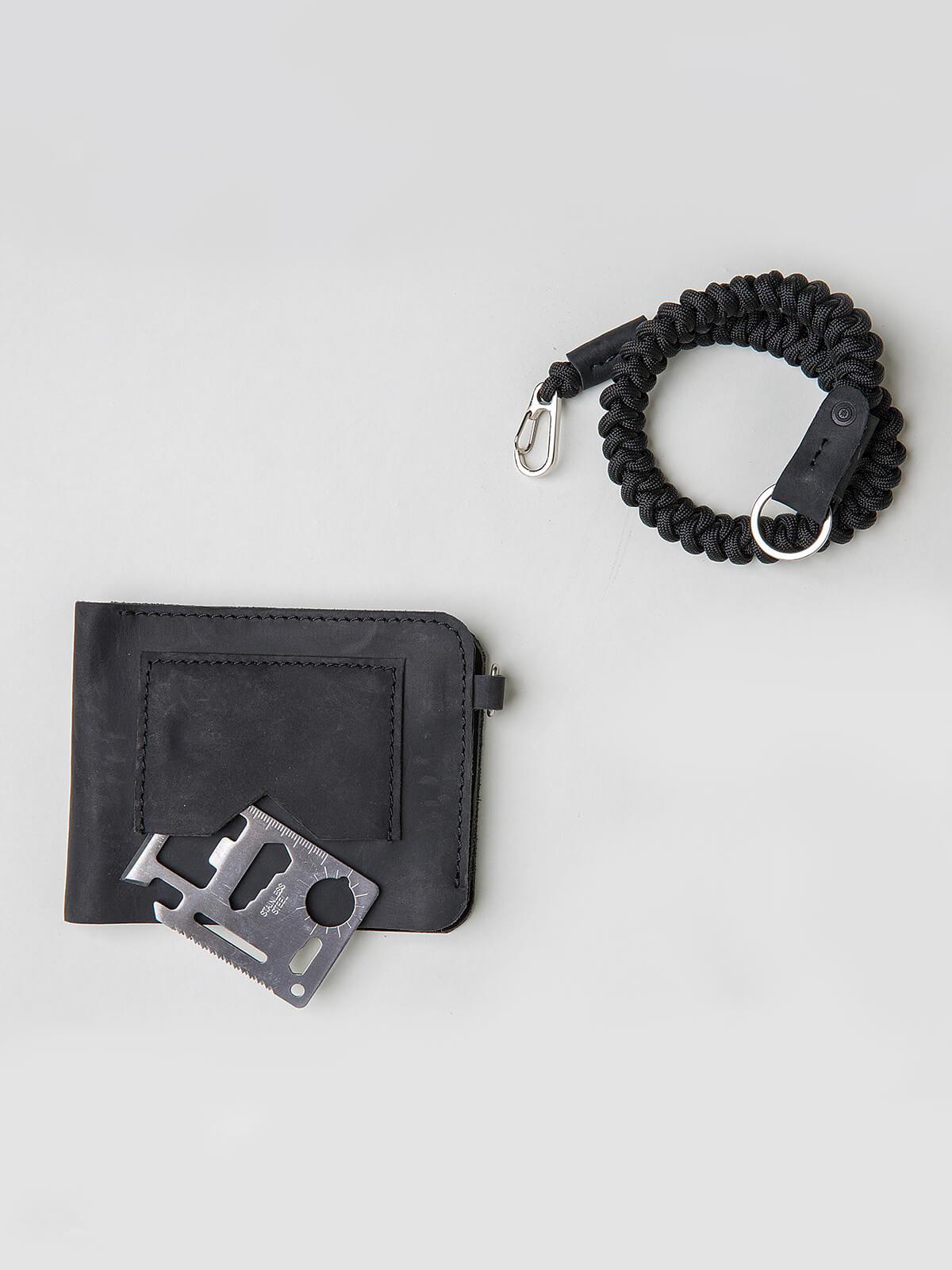 Wallet Roundel. Color black. 1.