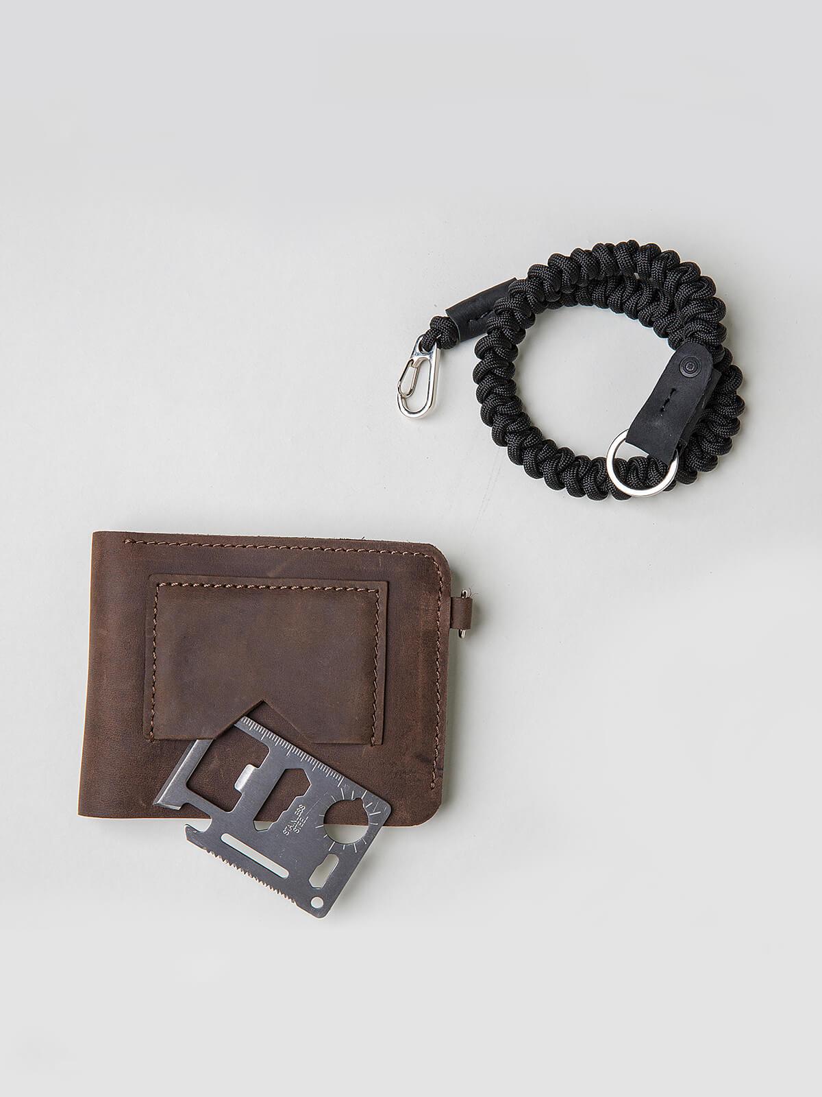 Wallet Roundel. Color brown. 3.