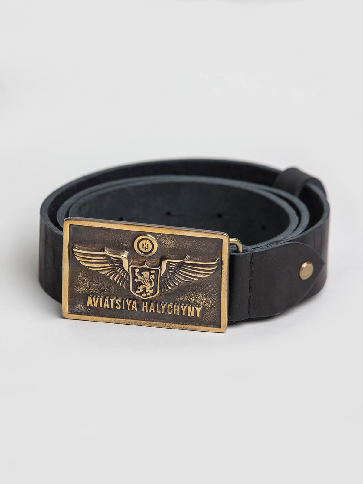 Belt Ah Rectangular. Color black. Length: 125 cm Material: leather and brass.