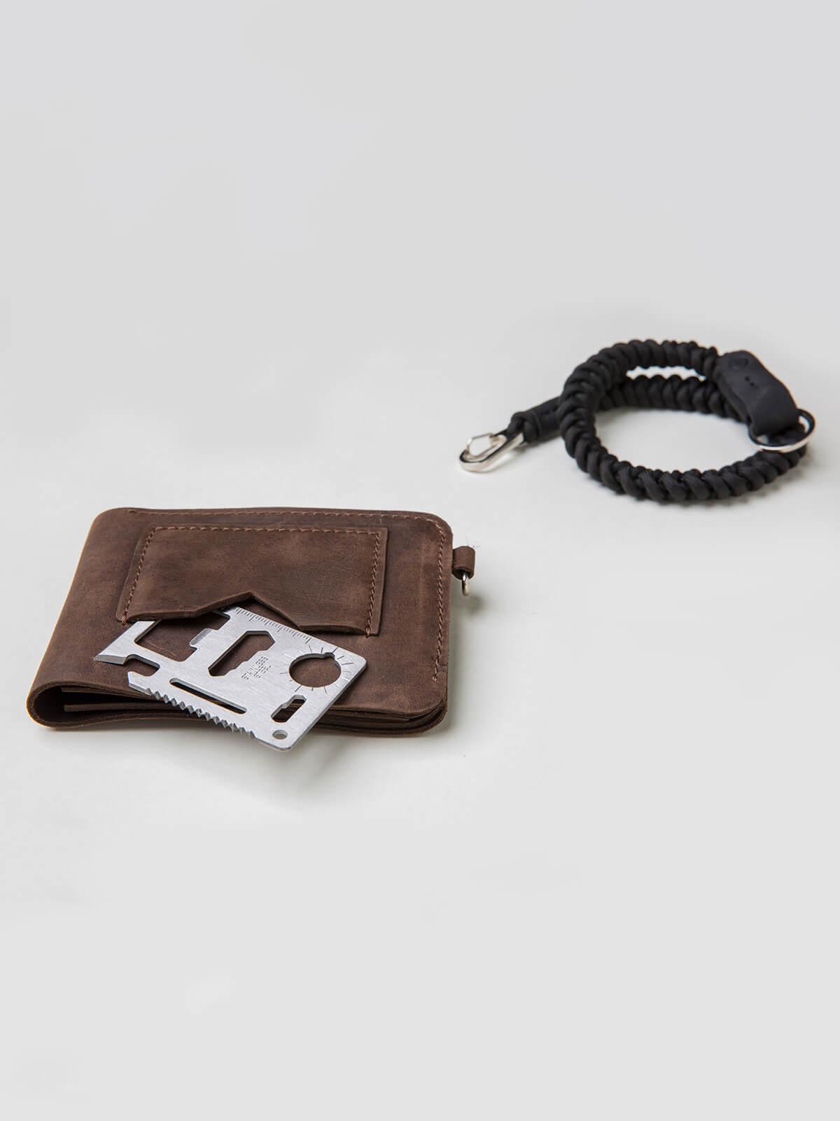 Wallet Roundel. Color brown. 2.