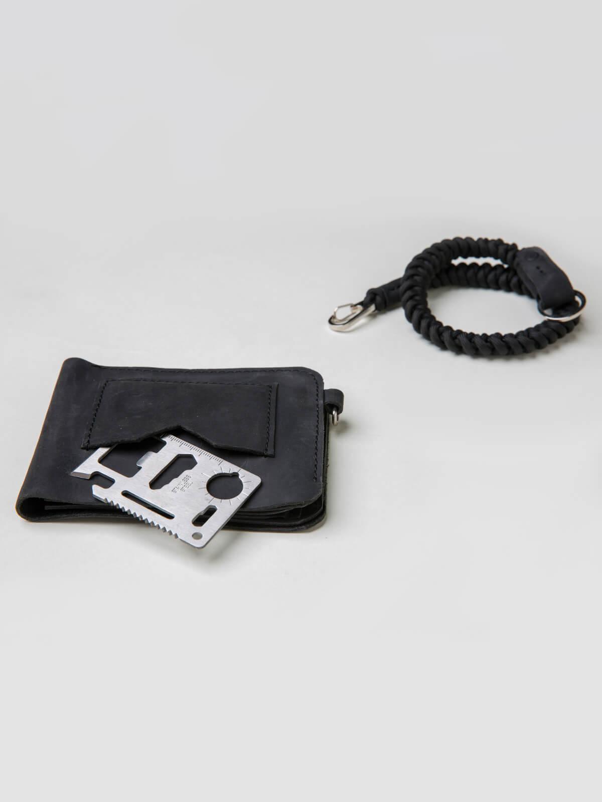 Wallet Roundel. Color black. 2.
