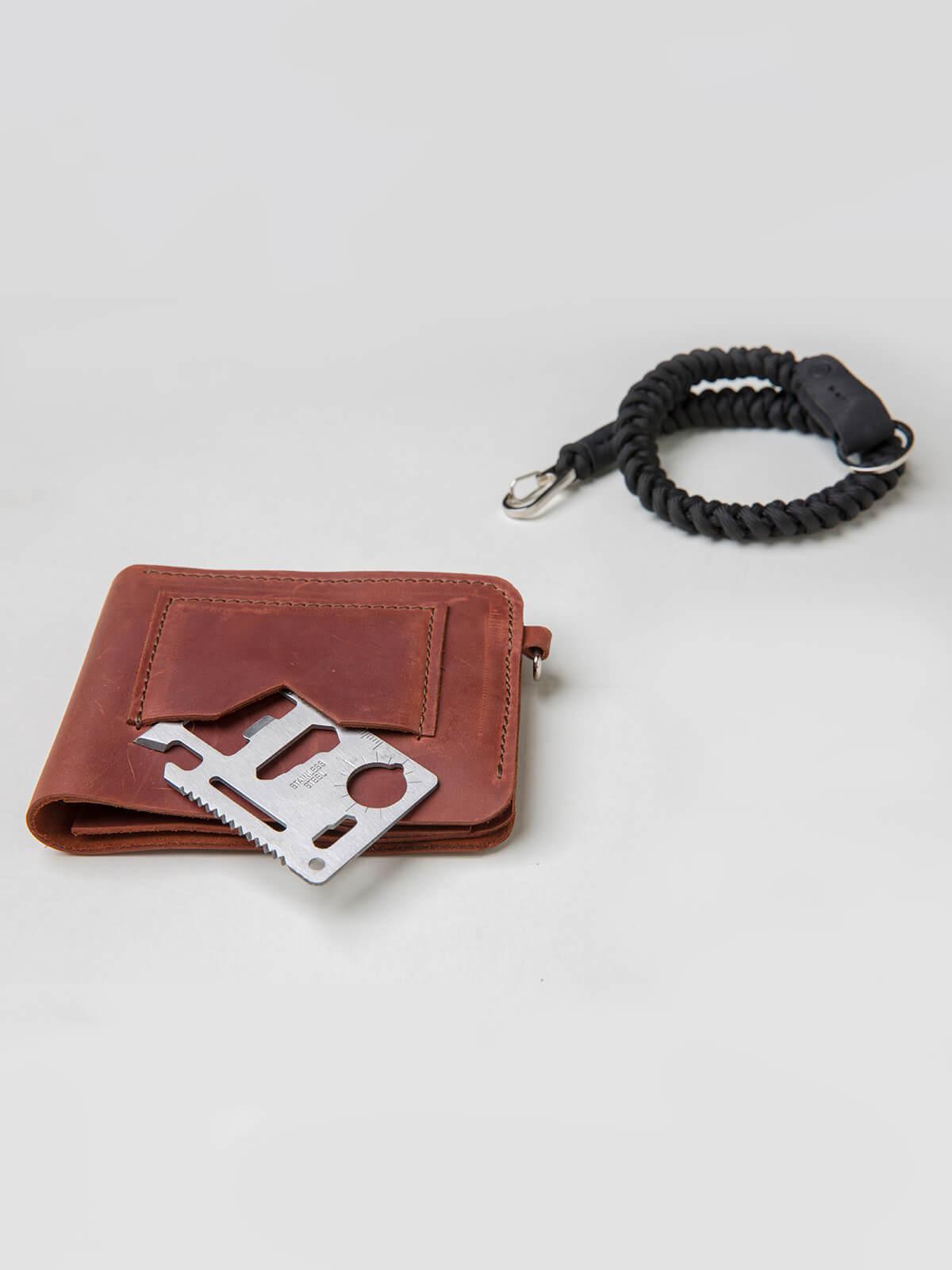 Wallet Roundel. Color light brown. 2.