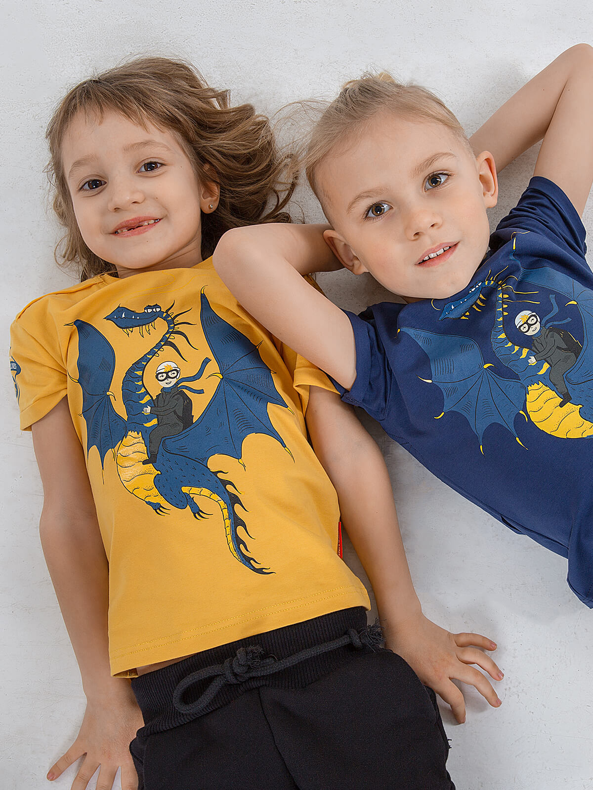 Kids T-Shirt Dragon. Color navy blue.  The color shades on your screen may differ from the original color.