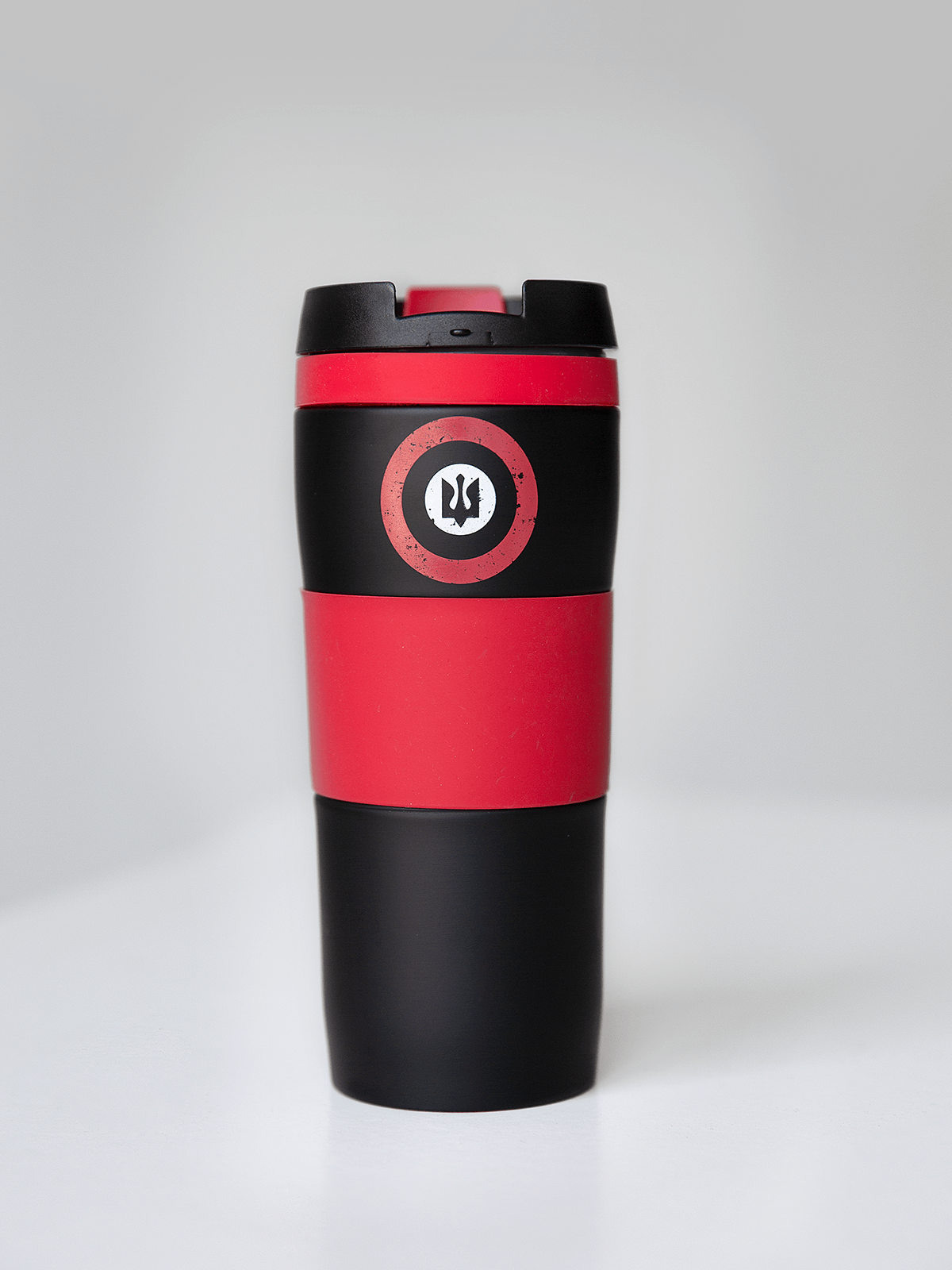 Thermo Cup Roundel. Color black.  The strong metal body protects it from damages.