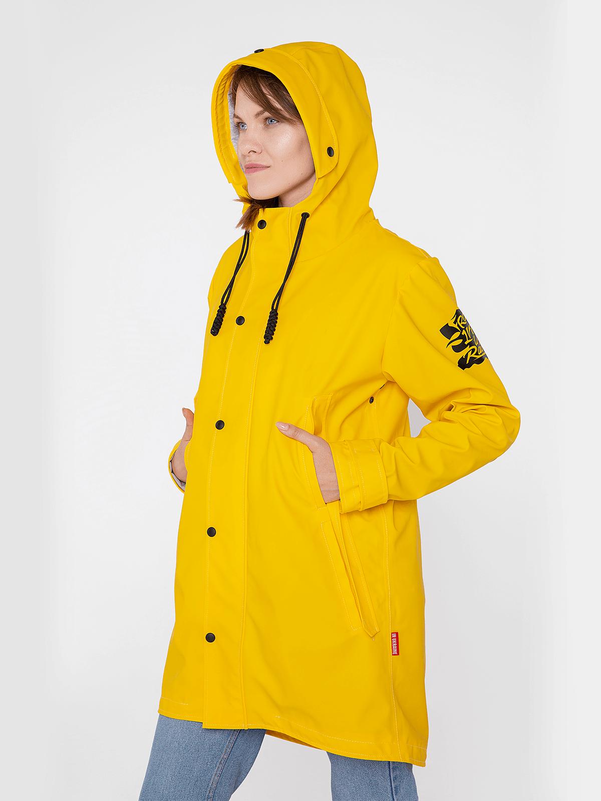 Жіночий Дощовик From Lviv With Rain. Колір жовтий.  Підкладка на спині: приємний натуральний матеріал, що в міру тягнеться (трикотаж - 95% бавовна, 5 спандекс) Підкладка в рукавах: не тягнеться, дає можливість комфортно одягнути куртку (батист сорочковий - 100%) - 5 кишень (1 внутрішня); - проклеєні шви; - достатня довжина, аби не змокли штани; - не продувається; - пластиковий замок; - кнопки металеві з пластиковою оболонкою; - яскравий колір, з яким ви будете добре помітні навіть в темну пору дня, зокрема для водіїв; - шнурки - паракорд 2м, який можна повністю витягнути з капюшона для власних потреб; - загальна вага - 1200 г  Інструкція з догляду за дощовиком: