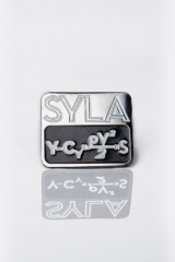 Pin Syla. Size: width 2,8 cm; height 2,4 cm Material: metal   .