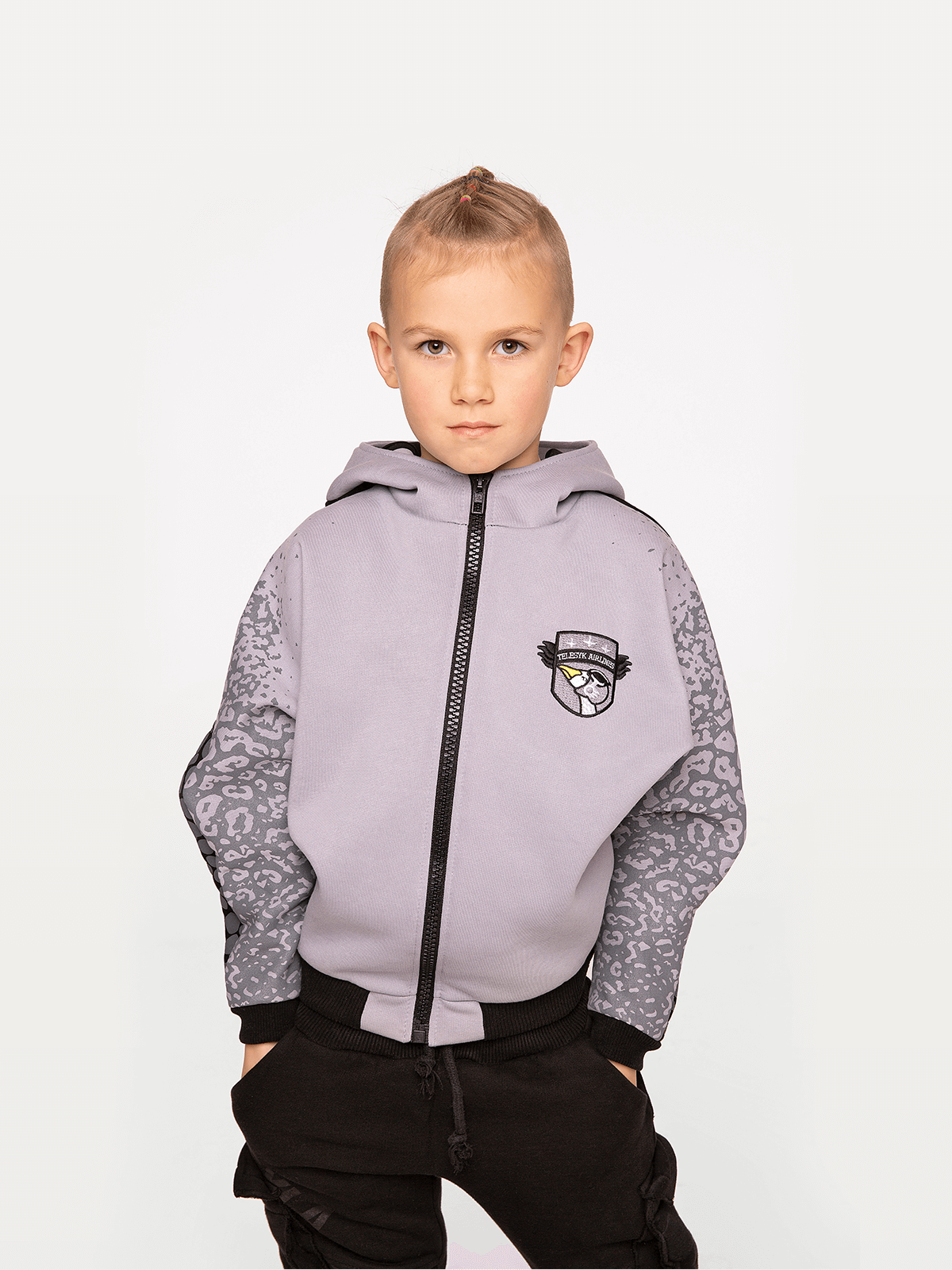 Kids Hoodie Stingray. Color gray.  Technique of prints applied: patches, silkscreen printing.