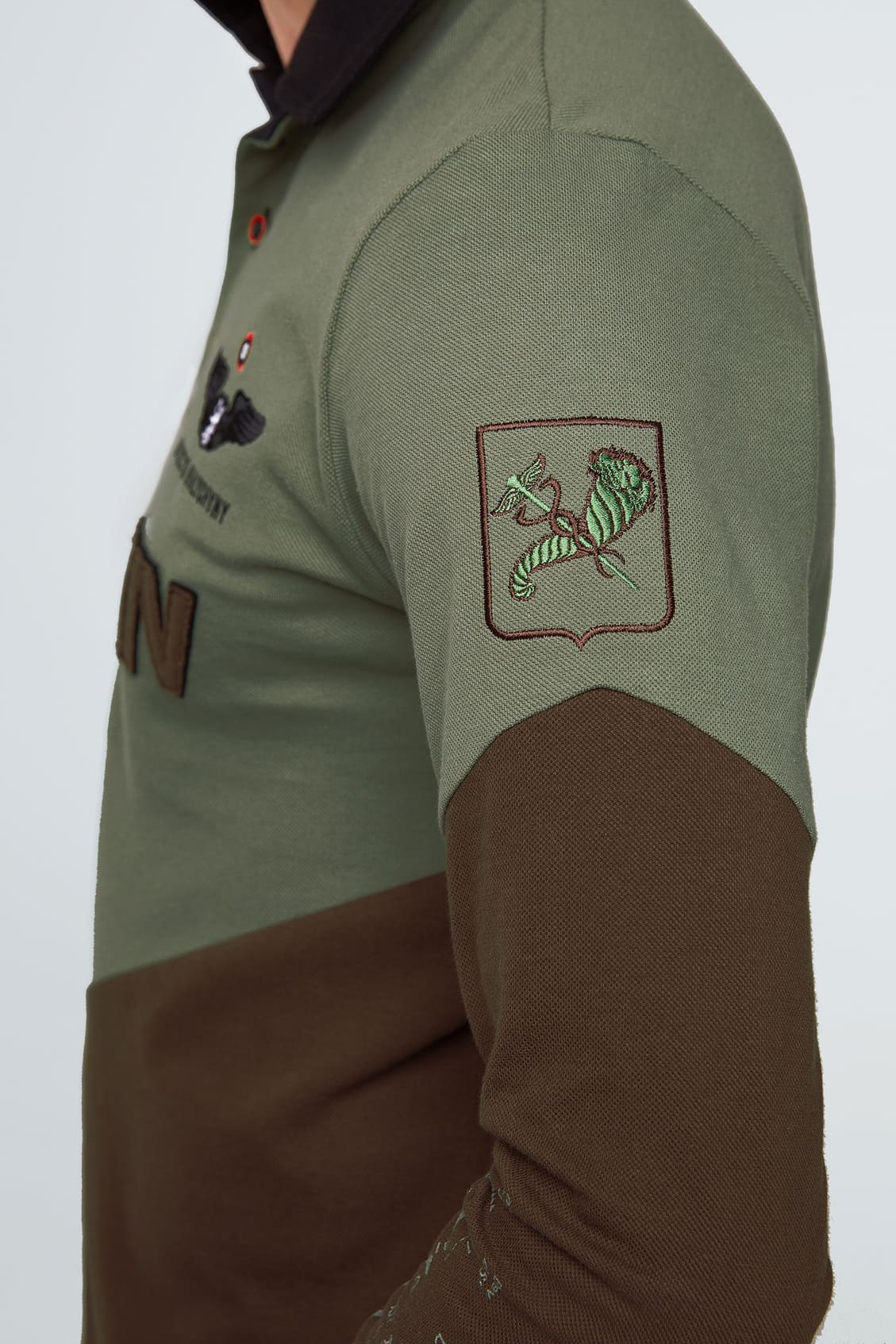 Жіноче Поло-Лонґ Kharkiv. Колір зелений.  Технологія нанесення зображень: вишивка, шовкодрук.