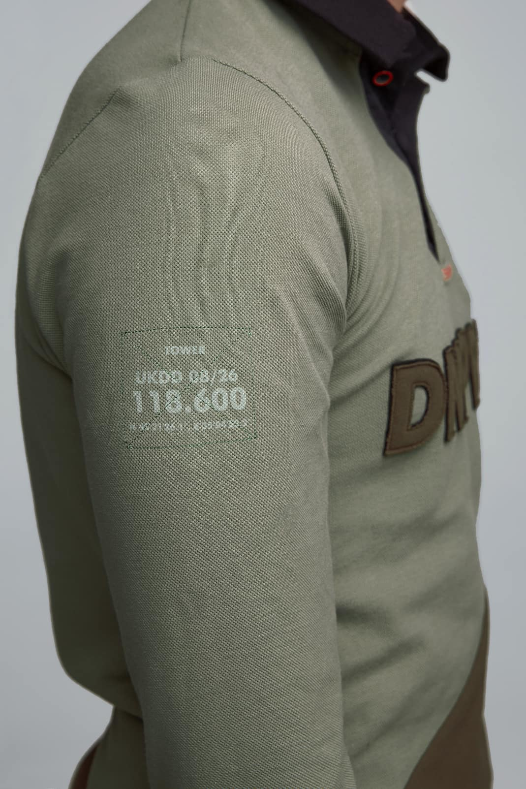Women's Polo Long Dnipro. Color green.  It looks great on a female figure! Pique fabric: 100% cotton.
