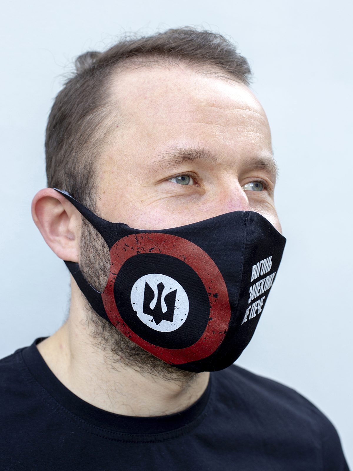Mask Roundel. Color black.  There is a knitwear lining/pocket from the inside (95% cotton, 5% elastane) for the replaceable filter.