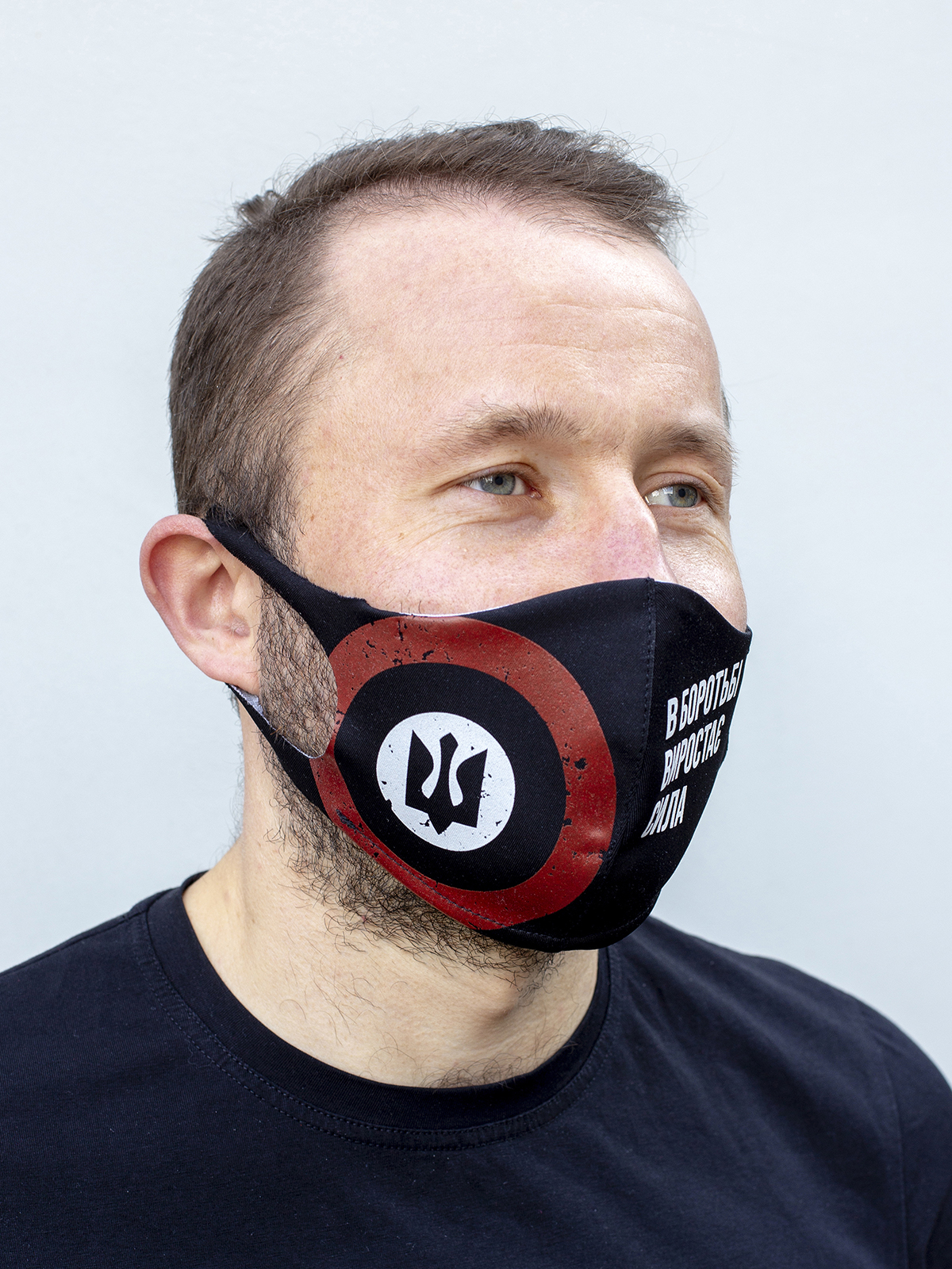 Mask Rondel. Color black.  There is a knitwear lining/pocket from the inside (95% cotton, 5% elastane) for the replaceable filter.