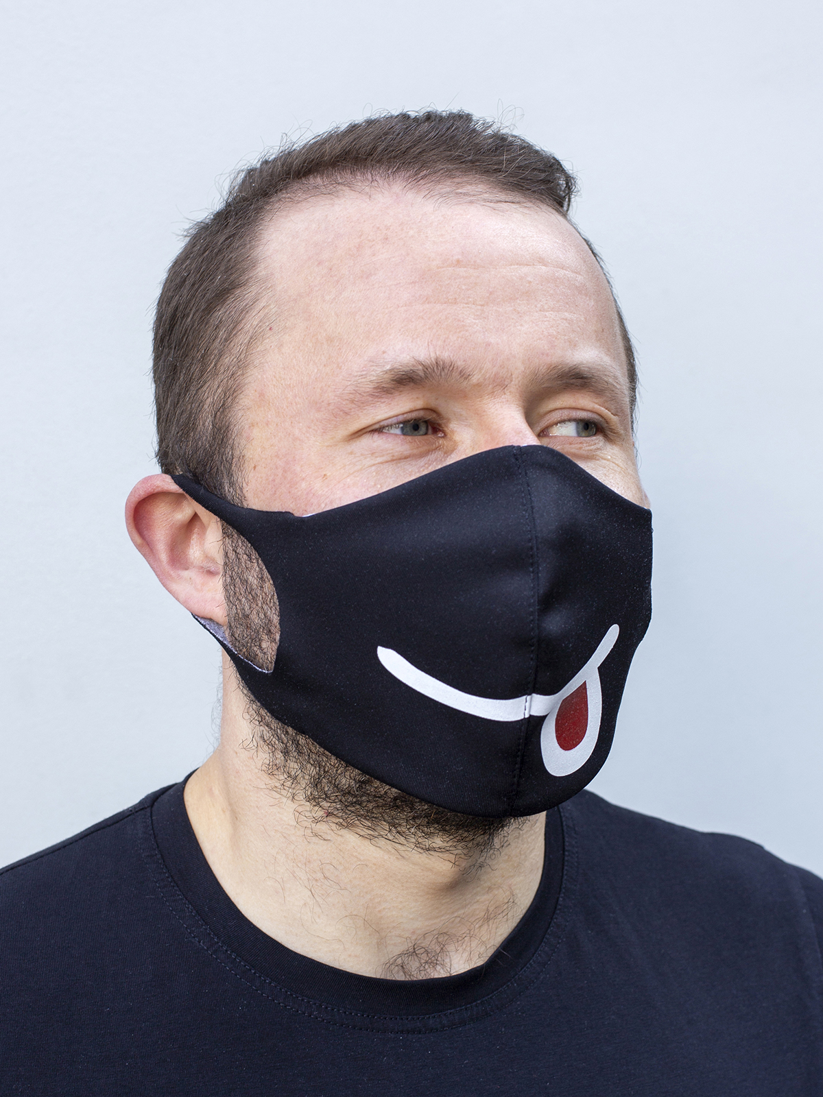 Mask Smile. Color black.  The cuts of the straps are soft and raw.