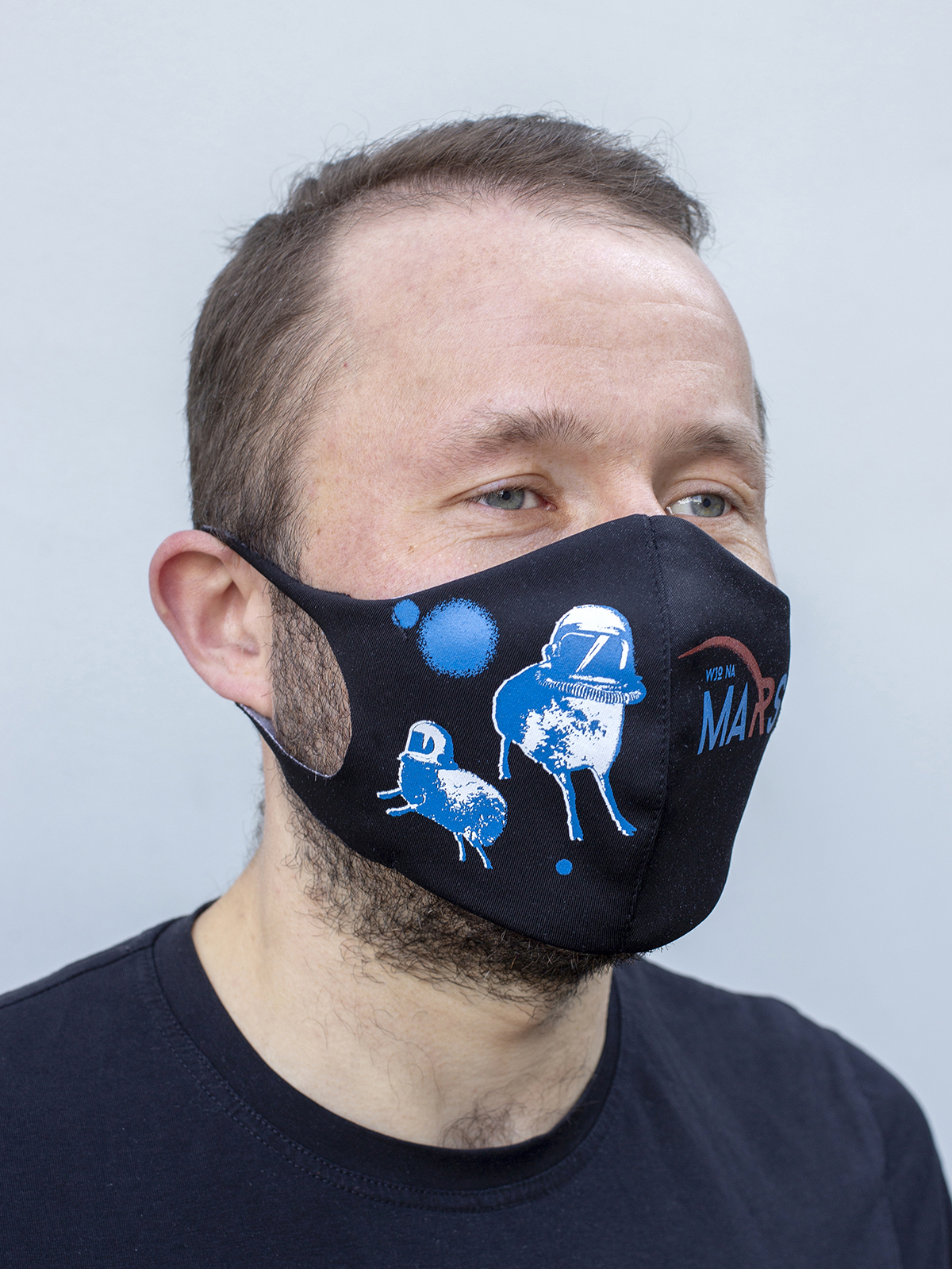 Mask Wjo Na Mars. Color black.  The cuts of the straps are soft and raw.