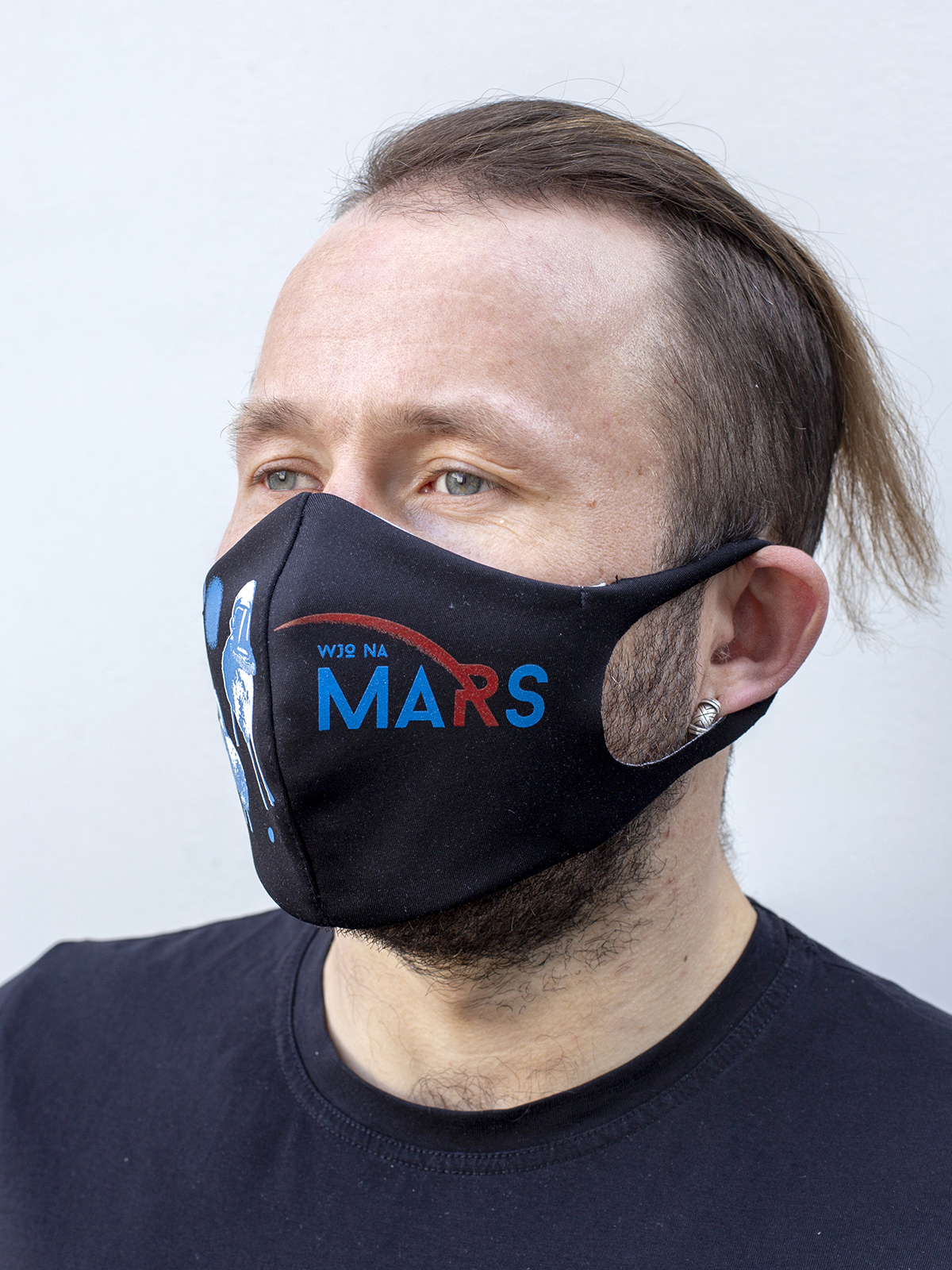 Mask Wjo Na Mars. Color black.  There is a knitwear lining/pocket from the inside (95% cotton, 5% elastane) for the replaceable filter.