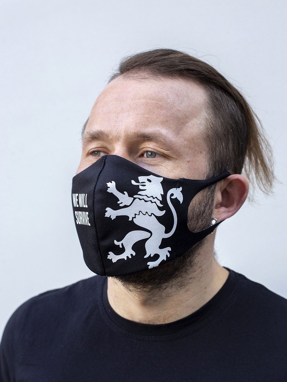 Mask Lion (We Will Survive). Color black.  There is a knitwear lining/pocket from the inside (95% cotton, 5% elastane) for the replaceable filter.
