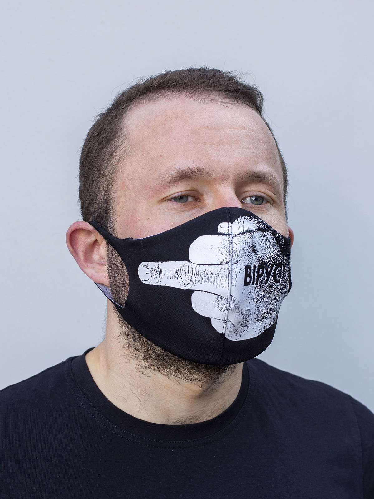 Mask F*ck Virus. Color black.  There is a knitwear lining/pocket from the inside (95% cotton, 5% elastane) for the replaceable filter.