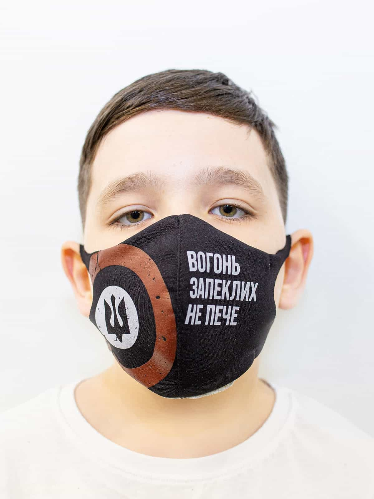Kids Mask Trident. Color black.  The cuts of the straps are soft and raw.