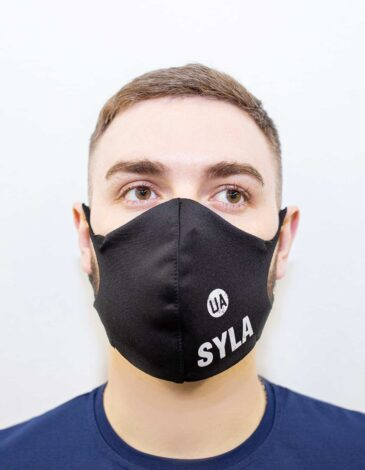 Mask Syla. Color black. Reusable protective mask with a pocket for a replaceable filter Basic material (outer layer): scuba fabric (rayon 65%, lycra 5%, polyester 30%) – light-weight, elastic and smooth material that dries quickly and fits the face line effectively.
