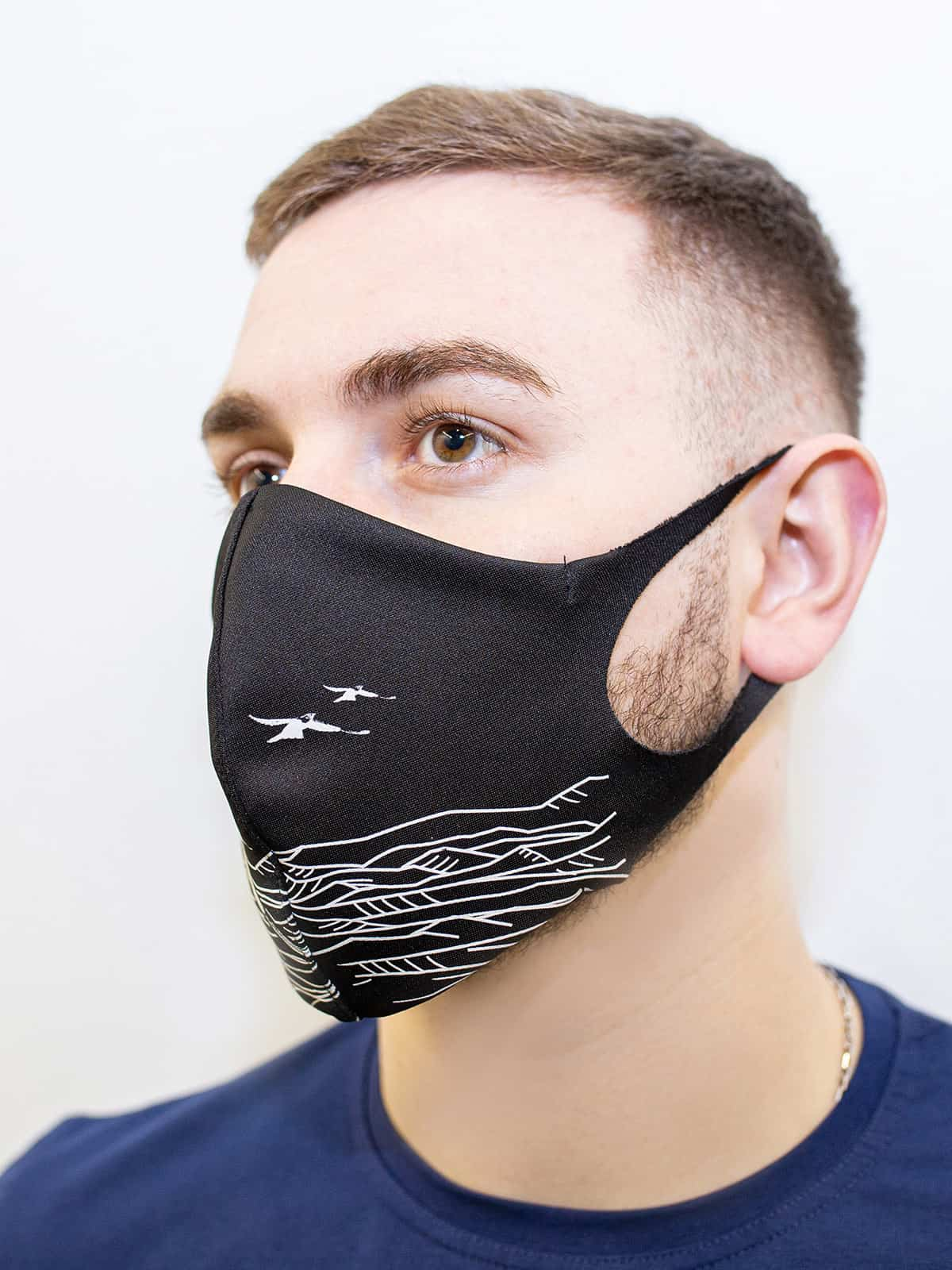 Mask Mountains. Color black.  There is a knitwear lining/pocket from the inside (95% cotton, 5% elastane) for the replaceable filter.