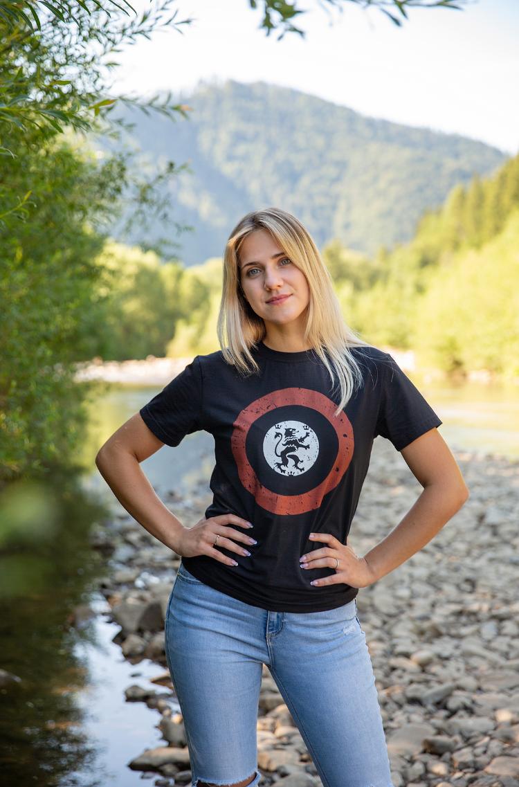 Women's T-Shirt Lion (Roundel). Color black.  Size worn by the model: S.