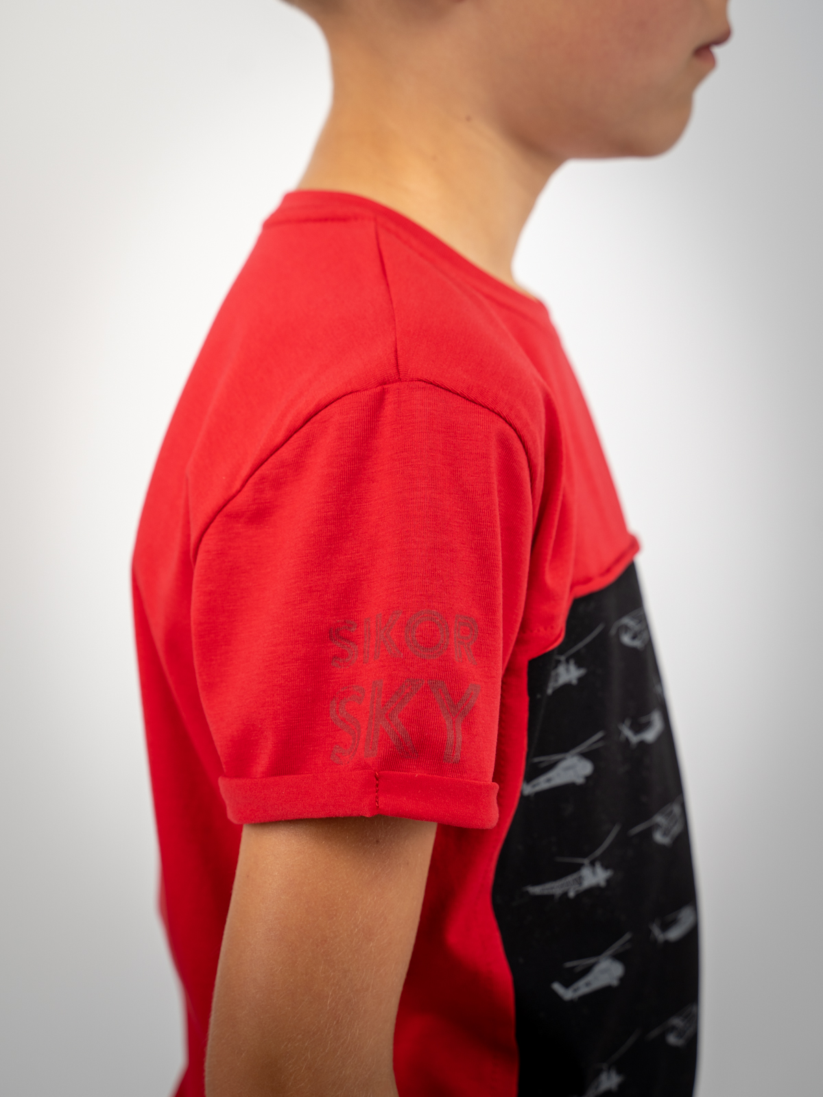 Дитяча Футболка Sikorsky. Колір червоний.  Технологія нанесення зображень: шовкодрук.