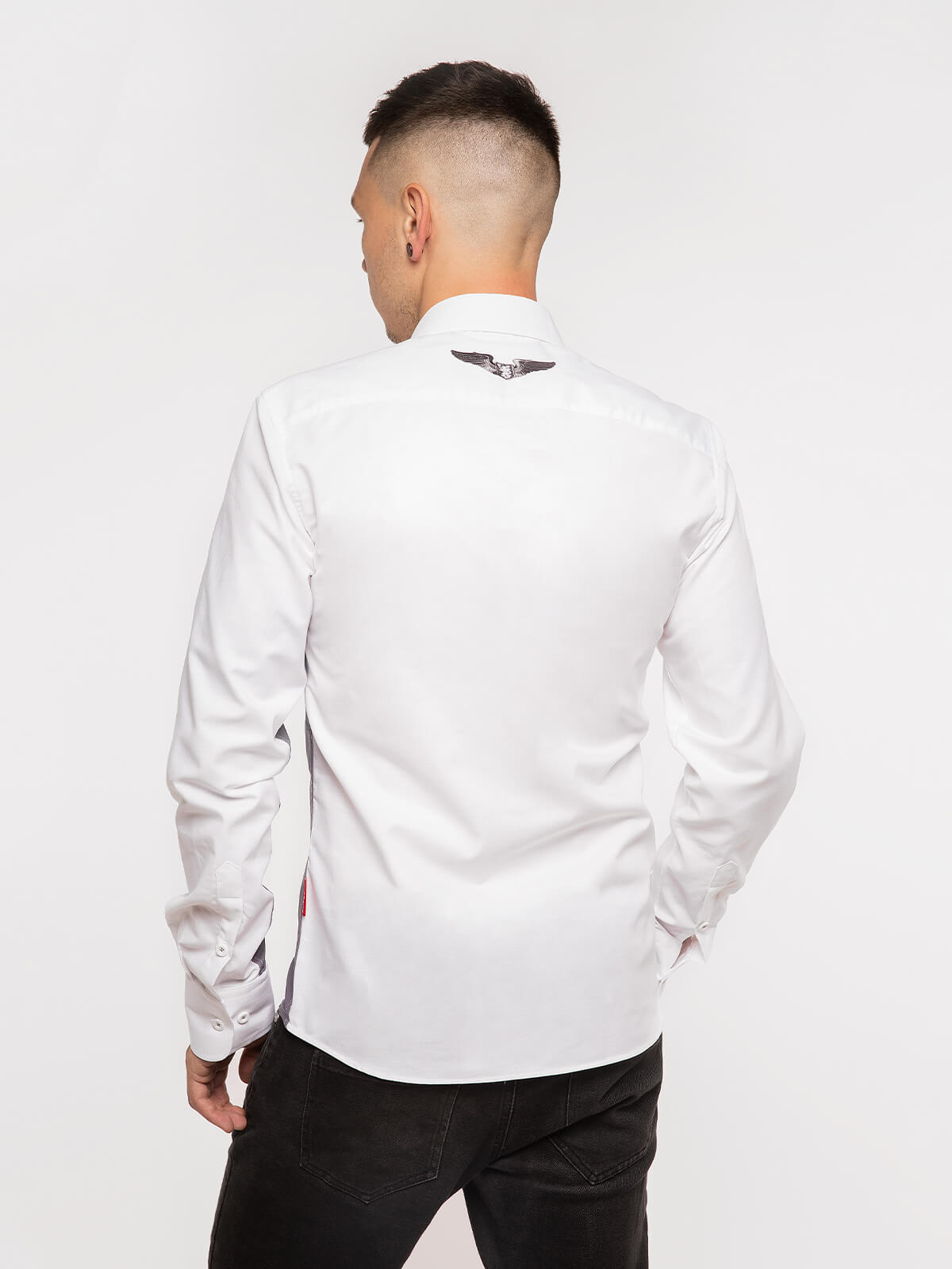 Чоловіча Сорочка Крила. Колір білий.  Технологія нанесення зображень: шовкодрук, вишивка.