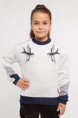 Kids Sweatshirt Swallow. Three-cord thread fabric: 77% cotton, 23% polyester.
