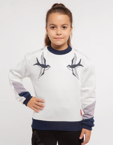 Kids Sweatshirt Swallow. Color white. Three-cord thread fabric: 77% cotton, 23% polyester.