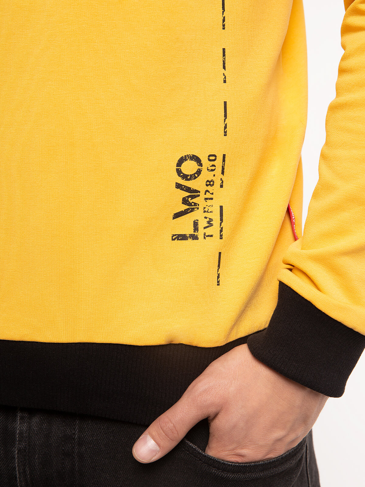 Men's Long Sleeves Have A Nice Flight. Color yellow.  Height of the model: 178 cm  The color shades on your screen may differ from the original color.