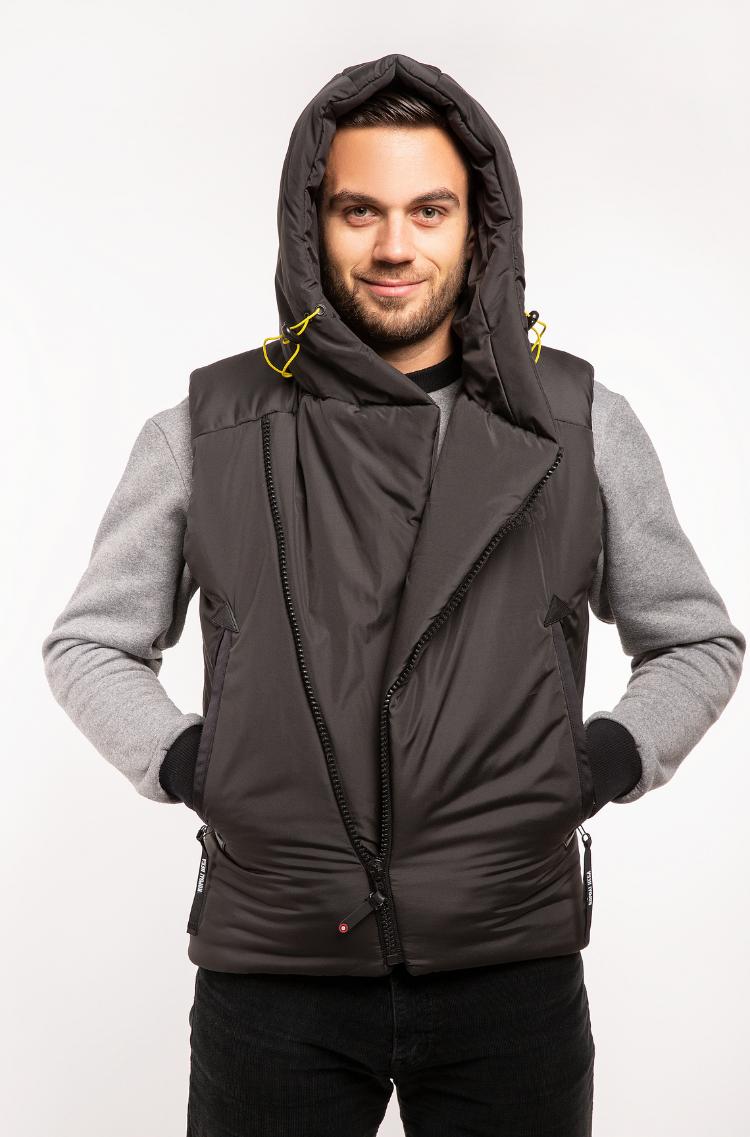 Men's Sleeveless Jacket Ukr Falcons. Color black.  Height of the model: 180 cm.