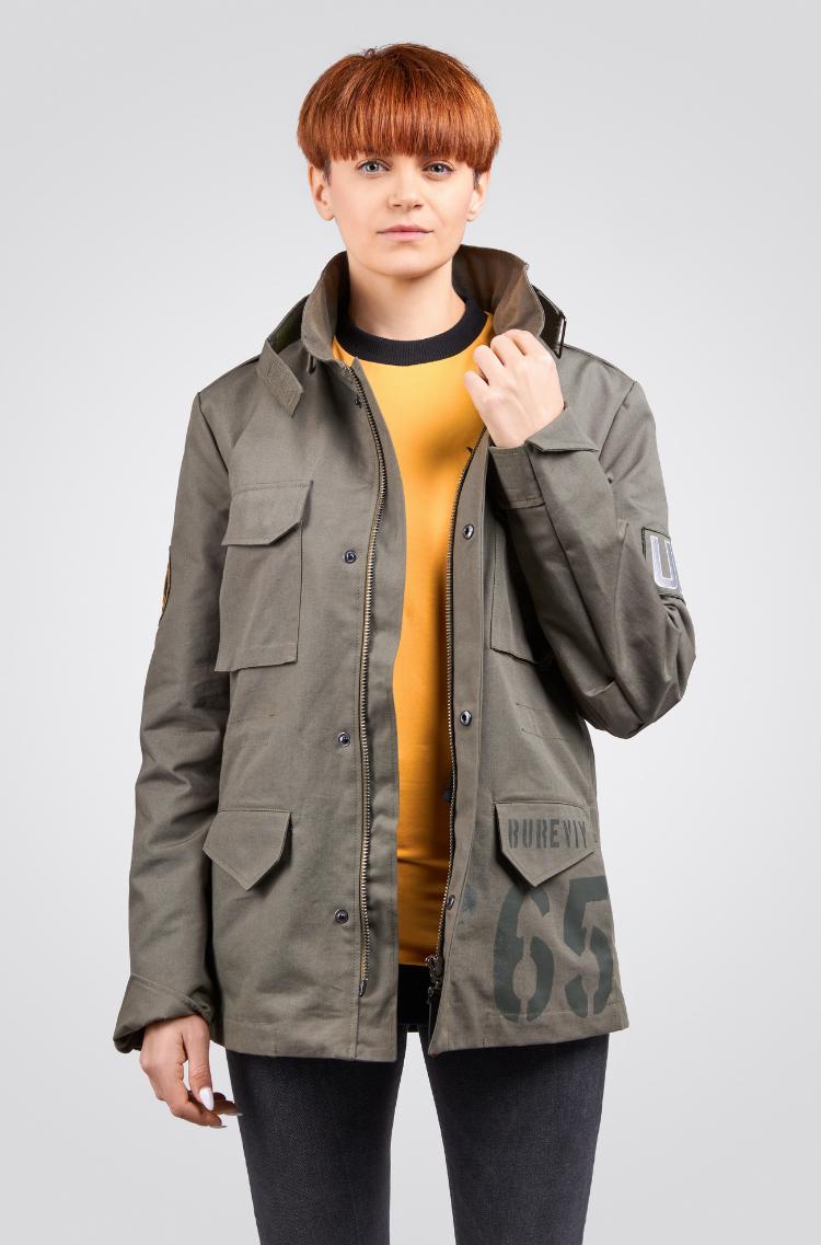 Жіноча Куртка М-65 Буревій. Колір хакі.  Зріст моделі: 173 см.