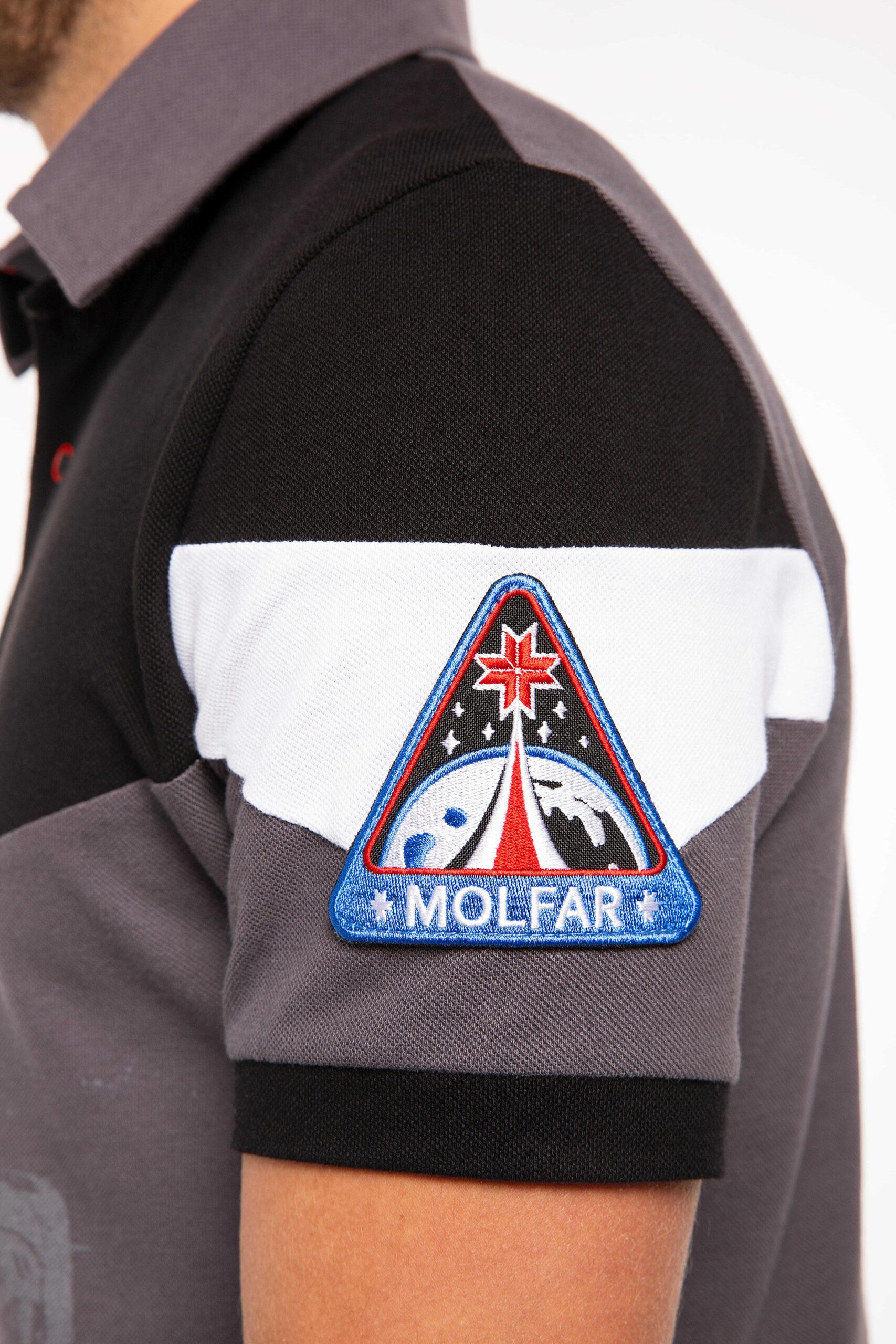 Чоловіче Поло Друга Експедиція Мольфарів. Колір темно-сірий.  Зріст моделі: 180 см.