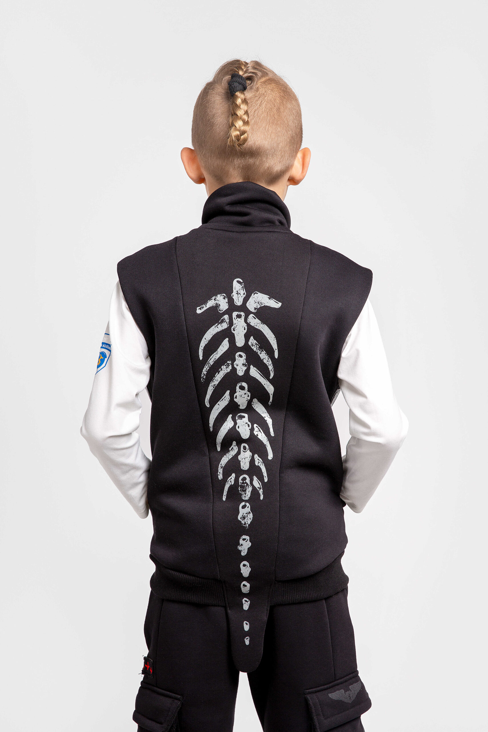 Kids Sleeveless Jacket Archaeopatrik. Color black.  Well suited for both boys and girls.