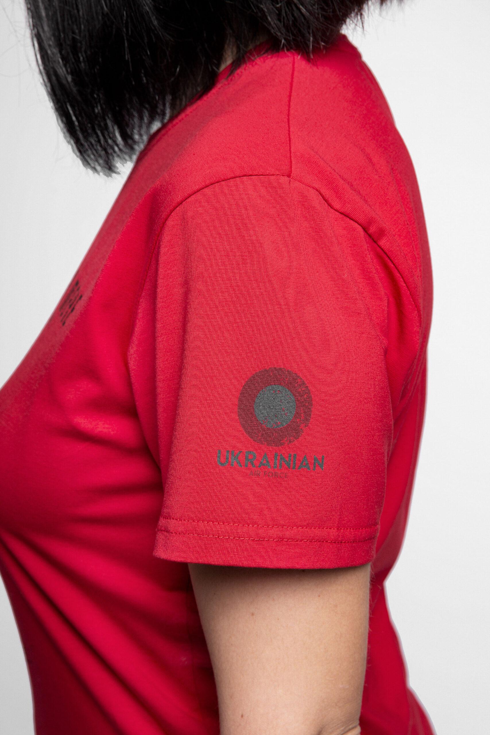 Вогонь Запеклих 2.0. Колір червоний.  На жіночій фігурі футболка виглядає просто чудово!  Матеріал: 95% бавовна, 5% спандекс.