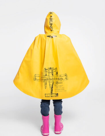 Kids Poncho Raincoat Hydroplane. Color yellow. The color shades on your screen may differ from the original color.
