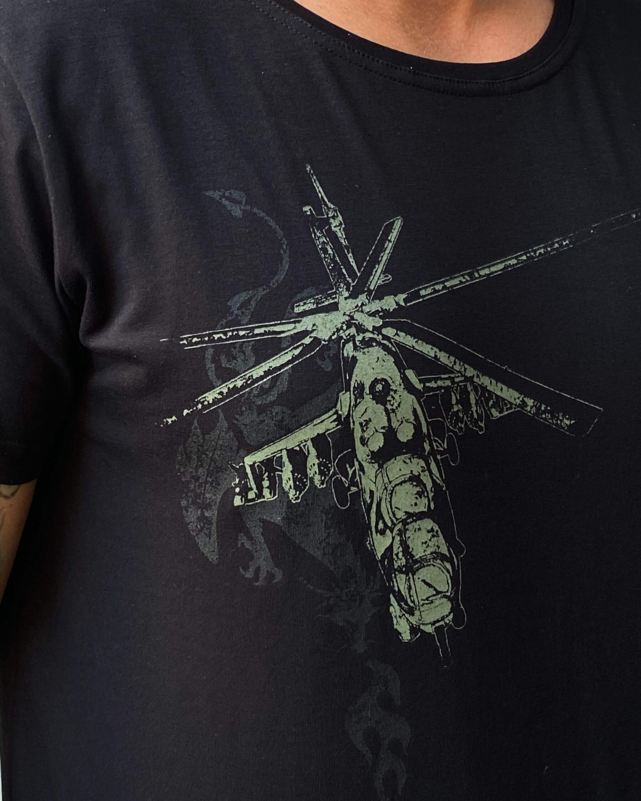 Чоловіча Футболка Вогонь Запеклих 3.0. Color black.  На жіночій фігурі футболка виглядає просто чудово!  Матеріал: 95% бавовна, 5% спандекс.
